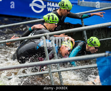 Hamburg, Germany. 16th July, 2017. The women triathletes leave the water during the Mixed Team event at the ITU - Stock Photo