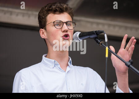 London, UK. 16th July, 2017. George Angus, a sixth-former from Bristol, addresses campaigners against cuts to education - Stock Photo