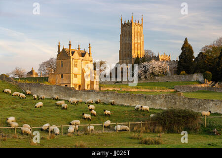 St James' Church and East Banqueting House of old Campden House, Chipping Campden, Cotswolds, Gloucestershire, England, - Stock Photo