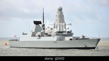 AJAXNETPHOTO. 6TH MAY, 2015. - PORTSMOUTH, ENGLAND. -  TYPE 45 DESTROYER HMS DRAGON ARRIVING IN HARBOUR AFTER LENGTHY - Stock Photo