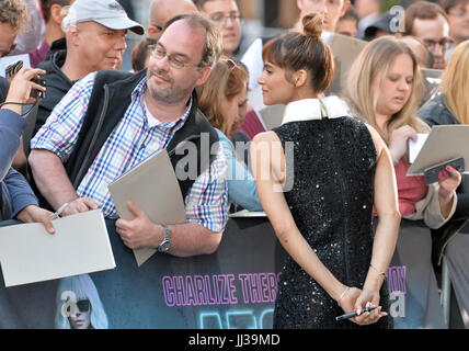 Berlin, Germany. 17th July, 2017. Actress Sofia Boutella arrives at the world premiere of the film 'Atomic Blonde' - Stock Photo