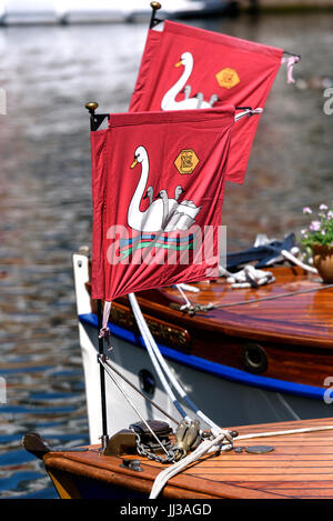 London, UK. 17th July, 2017. Swan Upping crew make a toast to Queen Elizabeth II at Old Windsor Lock on the River - Stock Photo