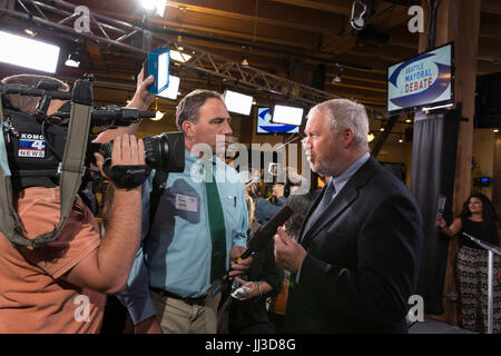 Seattle, Washington, USA. 17th July, 2017. Candidate and former Seattle Mayor Mike McGinn speaks to the media at - Stock Photo
