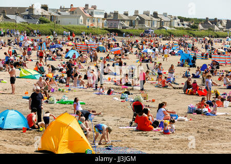 Troon, UK. 18th Jul, 2017. UK Weather. As the summer temperatures reach almost 30C people enjoy a day at the beach. - Stock Photo