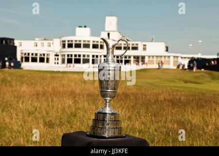 Southport, UK. 18th July, 2017. The Old Claret Jug stands proud in front of the Royal Birkdale Golf Club at the - Stock Photo