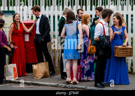 Young opera fans with their picnic baskets arrive at Lewes railway station en route to Glyndebourne Opera House, - Stock Photo