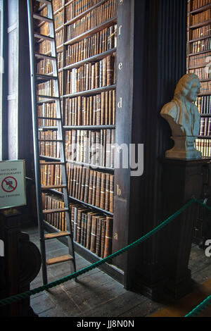 Sliding ladder in the long room library in Trinity College, Dublin Ireland. Book of Kells - Stock Photo