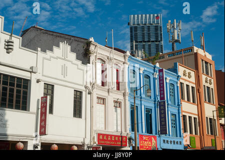 16.07.2017, Singapore, Republic of Singapore, Asia - Traditional shop houses in Singapore's Chinatown district with - Stock Photo