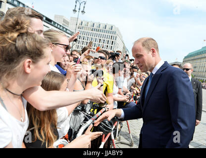 Berlin, Deutschland. 19th July, 2017. Der britische Prinz William besucht am 19.07.2017 das Brandenburger Tor in - Stock Photo
