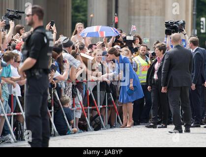 Berlin, Deutschland. 19th July, 2017. Die britische Herzogin Kate besucht am 19.07.2017 das Brandenburger Tor in - Stock Photo