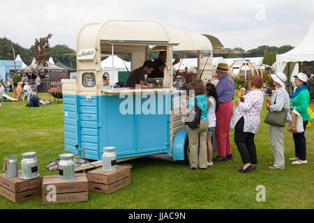 Knutsford Cheshire, UK. 19th July, 2017. Selling ice-ream at Tatton Park Flower show. Credit; MediaWorldImages/AlamyLiveNews - Stock Photo