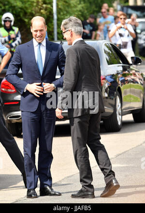 Berlin, Deutschland. 19th July, 2017. Der britische Prinz William (l) kommt am 19.07.2017 am Holocaust Mahnmal in - Stock Photo