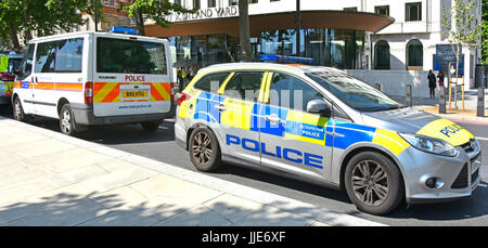 New Scotland Yard on Victoria Embankment  current location & headquarters of the Metropolitan Police  with parked - Stock Photo