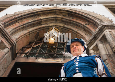 A man in medieval garb welcomes visitors to the restaurant Peppersack in Tallin, Estonia's Old Town. Founded in - Stock Photo
