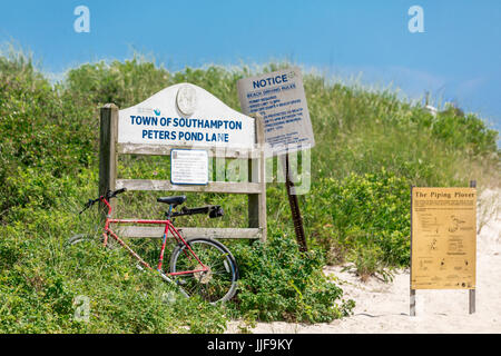 sign at the town of southampton's peters pond lane beach in sagaponack ny - Stock Photo