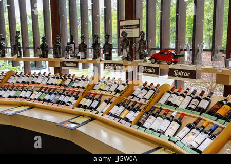 Bottles of wine on display in wine merchant Maison du Tourisme et du Vin, Pauillac, Gironde department, Nouvelle - Stock Photo