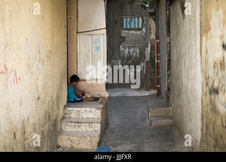 Gaza City, The Gaza Strip, Palestine. 20th July, 2017. A Palestinian boy stands outside his house at Shati refugee - Stock Photo