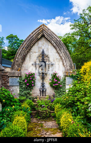 War memorial in the Cotswold village of Castle Combe in Wiltshire. - Stock Photo