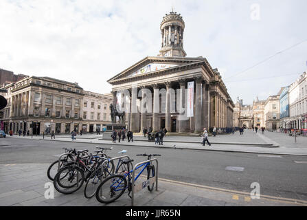 Royal Exchange Square in Glasgow featuring the Gallery of Modern Art (GOMA) with the famous statue of the Duke of - Stock Photo