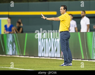 Detroit, Michigan, USA. 19th July, 2017. Unai Emery coach of PSG gives his team direction during the International - Stock Photo