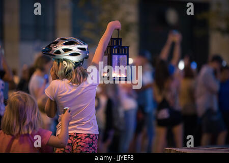 Poznan, Poland. 20th July, 2017. Children and youth on protest. Lights for judiciary - protest against violation - Stock Photo