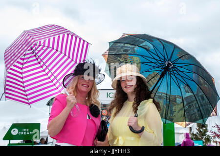 Knutsford Cheshire, UK.  21st July, 2017. Eileen & Coleen Langan at Ladies Day special event held at Tatton Park - Stock Photo