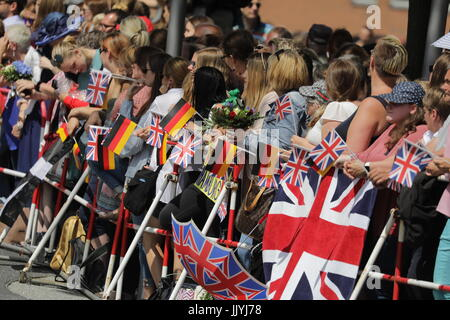 Hamburg, Germany. 21st July, 2017. Fans of Great Britain's Prince William and Duchess Kate await for the royal couple - Stock Photo