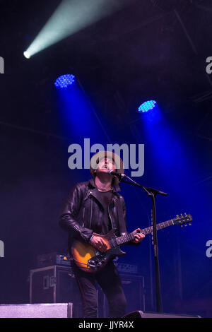 Sheffield, UK. 21st july, 2017. Carl Barat of the Libertines live on stage at the Tramlines festival in Sheffield. - Stock Photo