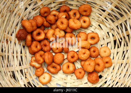 Deep frying medu vada in the pan. Medu Vada is a savoury snack from South India, very common street food in the - Stock Photo