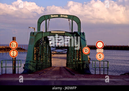 'Nassau bridge to WILHELMSHAVEN in winter-bright. Nassau jetty on a winterday; WILHELMSHAVEN.', nassau-bruecke zu - Stock Photo
