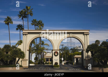 USA, California, Los Angeles, Hollywood, entrance gate to Paramount Studios on Melrose Avenue - Stock Photo