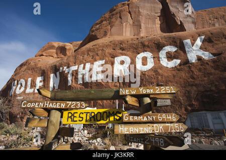 USA, Utah, Moab, Hole in the Rock tourist shop, winter - Stock Photo