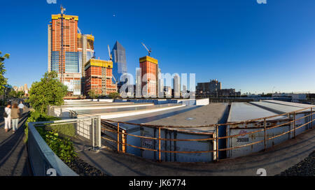 The Hudson Yards construction site (2017) viewed from the High Line. Midtown, Manhattan, New York City - Stock Photo