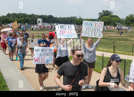 Washington, DC, USA. 22nd July 2017. Teachers and supporters march to the US Department of Education building in - Stock Photo