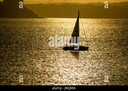 Newlyn, Cornwall, UK. 23rd July 2017. UK Weather. The sun made a brief appearance this morning over Mounts Bay, - Stock Photo