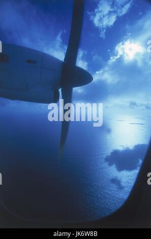 Flugzeug, Blick Fenster, Propeller,  Wolken, Meer  Urlaub, Reise, Flugreise, fliegen, Antrieb, Aussicht, Ausblick, - Stock Photo