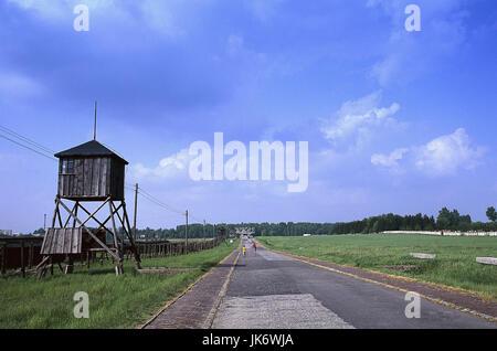 Polen, Kleinpolen, Lublin, Majdanek,  Konzentrationslager, Straße, Wachturm  Europa, Osteuropa, Rzeczpospolita Polska, - Stock Photo