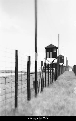 Polen, Kleinpolen, Lublin, Majdanek,  Konzentrationslager, Wachturm,  Zaun, s/w Europa,  Rzeczpospolita Polska, - Stock Photo
