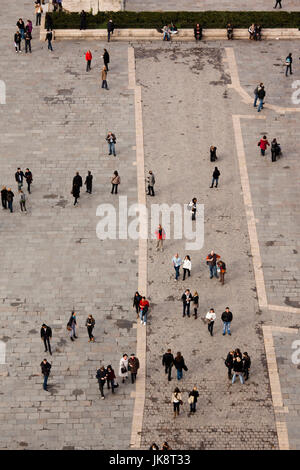 France, Paris, elevated view of crowd from the Cathedrale Notre Dame cathedral - Stock Photo