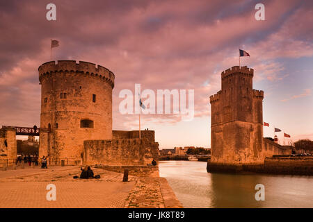 France, Poitou-Charentes Region, Charente-Maritime Department, La Rochelle, Old Port, Tour de la Chaine and Tout - Stock Photo