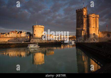 France, Poitou-Charentes Region, Charente-Maritime Department, La Rochelle,Old Port, Tour de la Chaine and Tour - Stock Photo