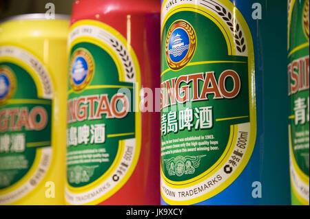 China, Qingdao, Altstadt, Tsingtao-Brauerei,  Verkauf, Bierdosen,   Asien, Ostasien, Brauerei, Bier, Alkohol, Biersorten, - Stock Photo