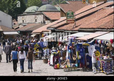 Bosnien-Herzegowina, Sarajevo, Altstadt, Bascarsija, Gasse, Fußgänger, no model release, - Stock Photo