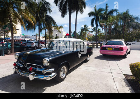 USA, Miami Beach, South Beach, Old Miami Beach City Hall with old and new police cars - Stock Photo