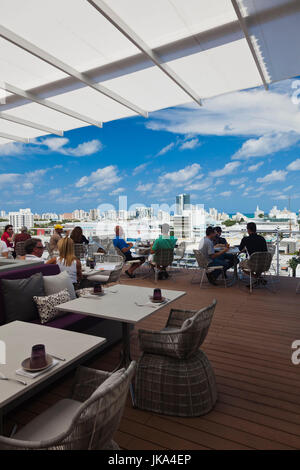 USA, Miami Beach, South Beach, Lincoln Road, penthouse dining at the Juvia Restaurant, NR - Stock Photo