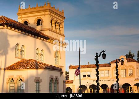 USA, Florida, Palm Beach, City Hall, sunset - Stock Photo