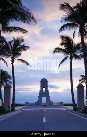 USA, Florida, Palm Beach, Worth Avenue, clocktower, dawn - Stock Photo