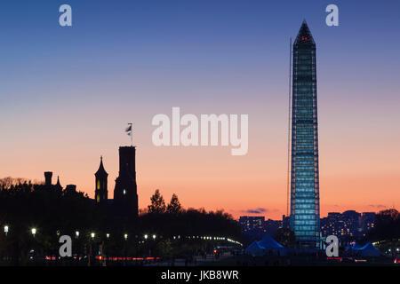 USA, Washington DC, National Mall, Smithsonian Castle and Washington Monument, dusk - Stock Photo