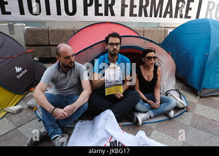 Naples, Italy. 22nd July, 2017. This afternoon, the 5-star movement, presiding over the past four days and nights, - Stock Photo