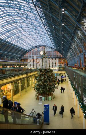 England, London, St. Pancras, interior of St. Pancras train station, terminal for the Eurostar train to France - Stock Photo